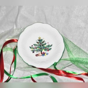 Nikko Happy Holidays Christmas Tree Dish